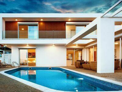 Magnifique villa avec piscine privée, à distance de marche de la plage.