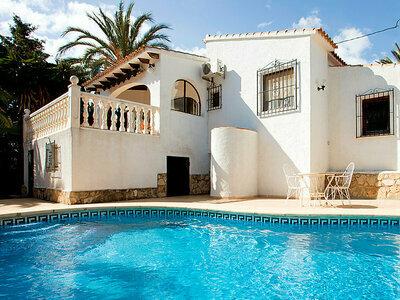 Maison Mara, lumineuse et bien agencée avec terrasse arborée et piscine
