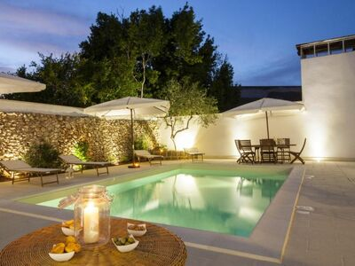 Courtyard w.poolLE07506391000002678