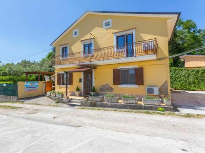 Sunflower (ANO101), Maison 6 personnes à Lanciano