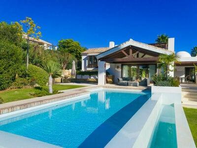 Villa 33, belle villa moderne et luxueuse avec table de billard