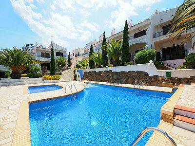 Maison mitoyenne dans la Residencia Els Vilars, moderne avec accès la piscine