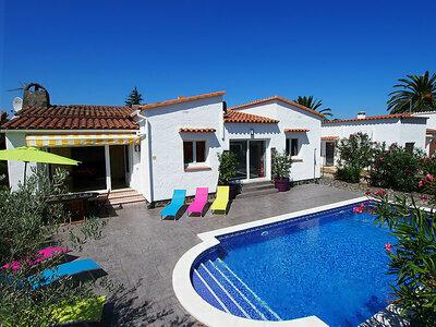 Maison Montgri, belle maison lumineuse avec terrasse au bord de la piscine