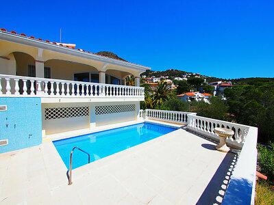 Villa Bilbao, magnifique villa moderne avec vue panoramique sur la mer