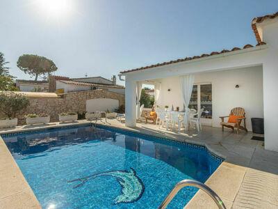 Villa Montgri 322, lumineuse avec piscine et jardin arboré