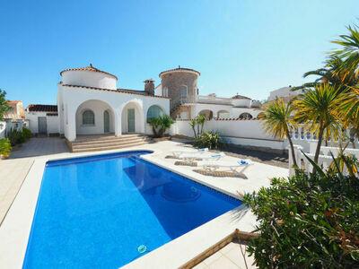 Charmante maison Francoli 18A, claire et ensoleillée avec piscine privée