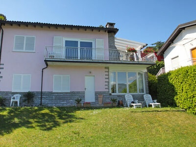 Maison Rose, Maison 6 personnes à Porto Valtravaglia