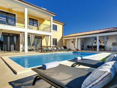 Villa Danica, Maison 14 personnes à Tinjan