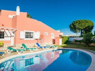 Maison de vacances colorée avec un style méditerranéen