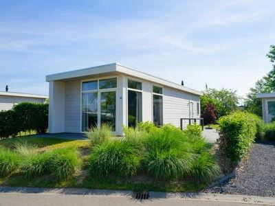 Villa confortable avec 4 salles de bains à 9 km de Rockanje