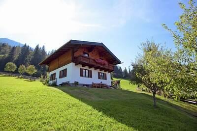 Maison de vacances de charme à Hüttau avec barbecue