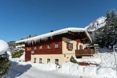 Grande maison de vacances près du domaine skiable de Leogang