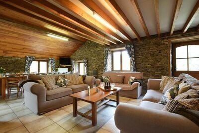Jolie maison de vacances avec terrasse à Frahan