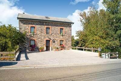 Maison de vacances confortable à Lierneux avec jardin