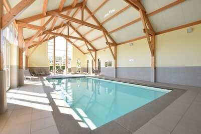 Maison contemporaine à Rendeux avec piscine intérieure et sauna