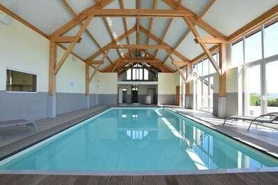 Maison de vacances spacieuse avec piscine et sauna à Rendeux