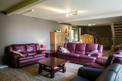 Maison de vacances attrayante près de Durbuy avec piscine