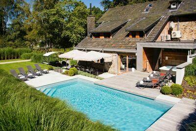 Maison de vacances attrayante à Spa avec Piscine