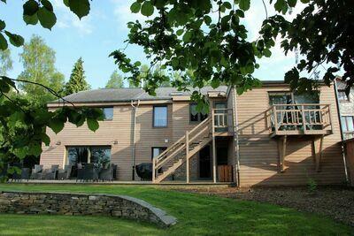 Belle maison de vacances avec jacuzzi et sauna à Manhay