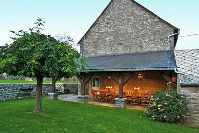Maison de vacances spacieuse avec cheminée à Onhaye