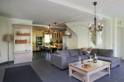 Belle villa avec jardin clôturé près de la forêt à Rendeux