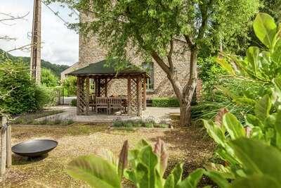Charmant Cottage à Comblain-la-Tour avec Terrasse