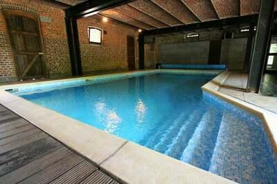 Demeure luxueuse avec piscine intérieure à Néblon-le-Pierreux