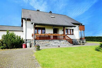 Maison de vacances moderne avec jacuzzi à Schönberg