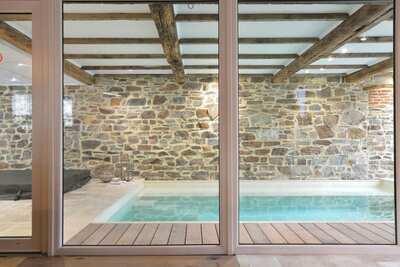 Ancienne grange confortable à Theux avec piscine et jacuzzi