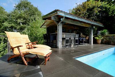 Jolie maison de vacances avec piscine privée à Aywaille
