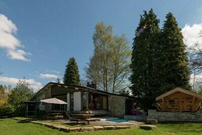 Maison de vacances confortable avec piscine à Waimes
