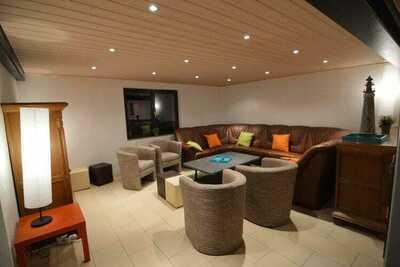 Maison de vacances moderne à Sourbrodt avec piscine privée