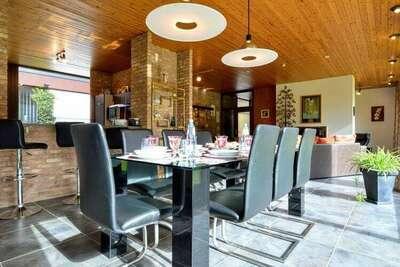Belle villa avec piscine (mi-mai à mi-septembre) à Stavelot