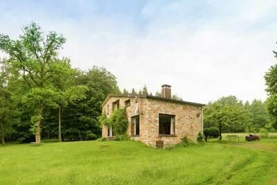 Maison de vacances ensoleillée dans la forêt d'Houvegnez