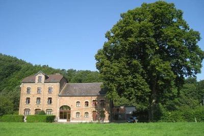 Charmante maison de vacances avec piscine à Coo