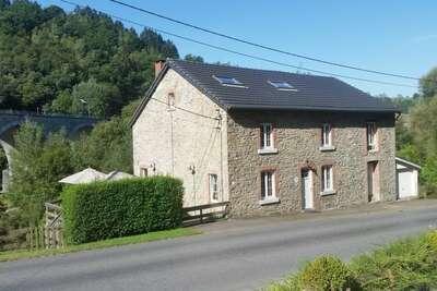 Maison de vacances confortable à Stoumont, sauna et jacuzzi