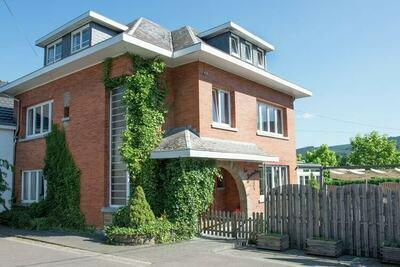 Maison de vacances spacieuse avec sauna, piscine intérieure et kicker  située à Moulin du ruy