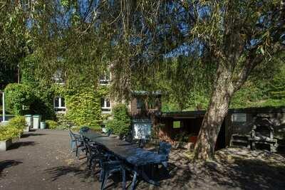 Maison de vacances spacieuse à Borgoumont avec sauna, grand jardin,ping pong, salle de jeux, jacuzzi