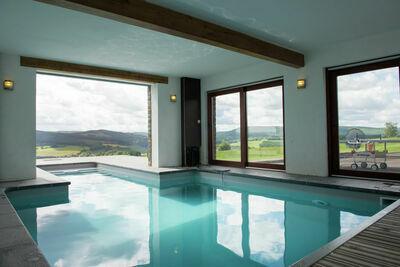 Spacieuse maison de vacances avec piscine privée à Chevron