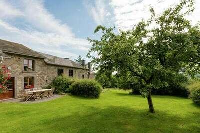 Maison en pierre à Baneux avec jardin