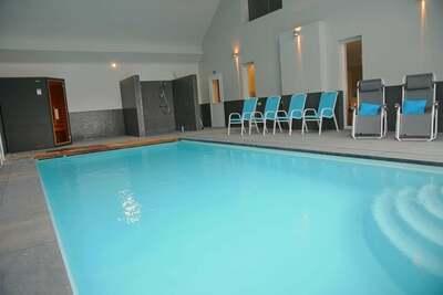 Maison de vacances cosy à Somme-Leuze. Piscine, sauna privés