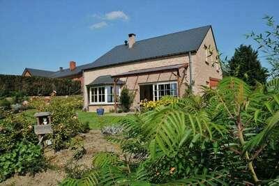 Maison de vacances moderne à Somme-Leuze avec grand jardin