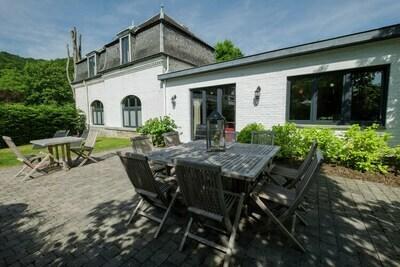 Demeure moderne avec piscine à Hastière-par-Delà
