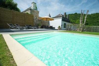 Demeure moderneavec piscine privée à Hastière-par-Delà