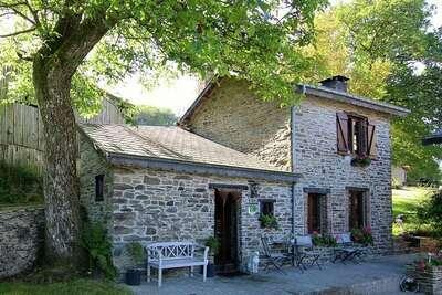 Gîte provincial avec jardin en forêt à Baillamont