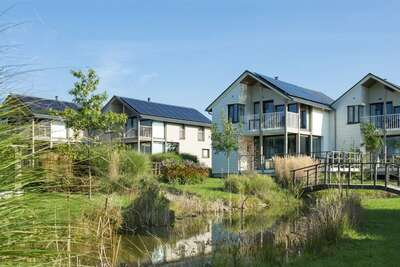 Villa confortable avec cuisinière, située au bord d'un lac