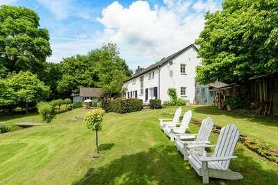 Belle maison de vacances avec jardin proche lac à Houffalize