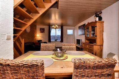 Petite maison jumelée simple et à prix raisonnable avec sa propre terrasse