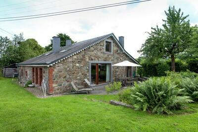 Maison de vacances moderne avec jardin privé à Roumont
