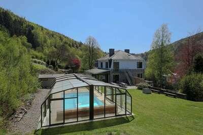 Demeure moderne à Vielsalm avec sauna et piscine